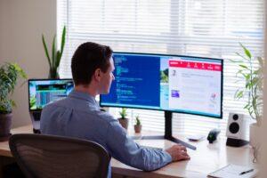 En el caso de Salesforce, no sólo se sincronizan con el paquete de Microsoft 365, que incluye One Drive y Outlook